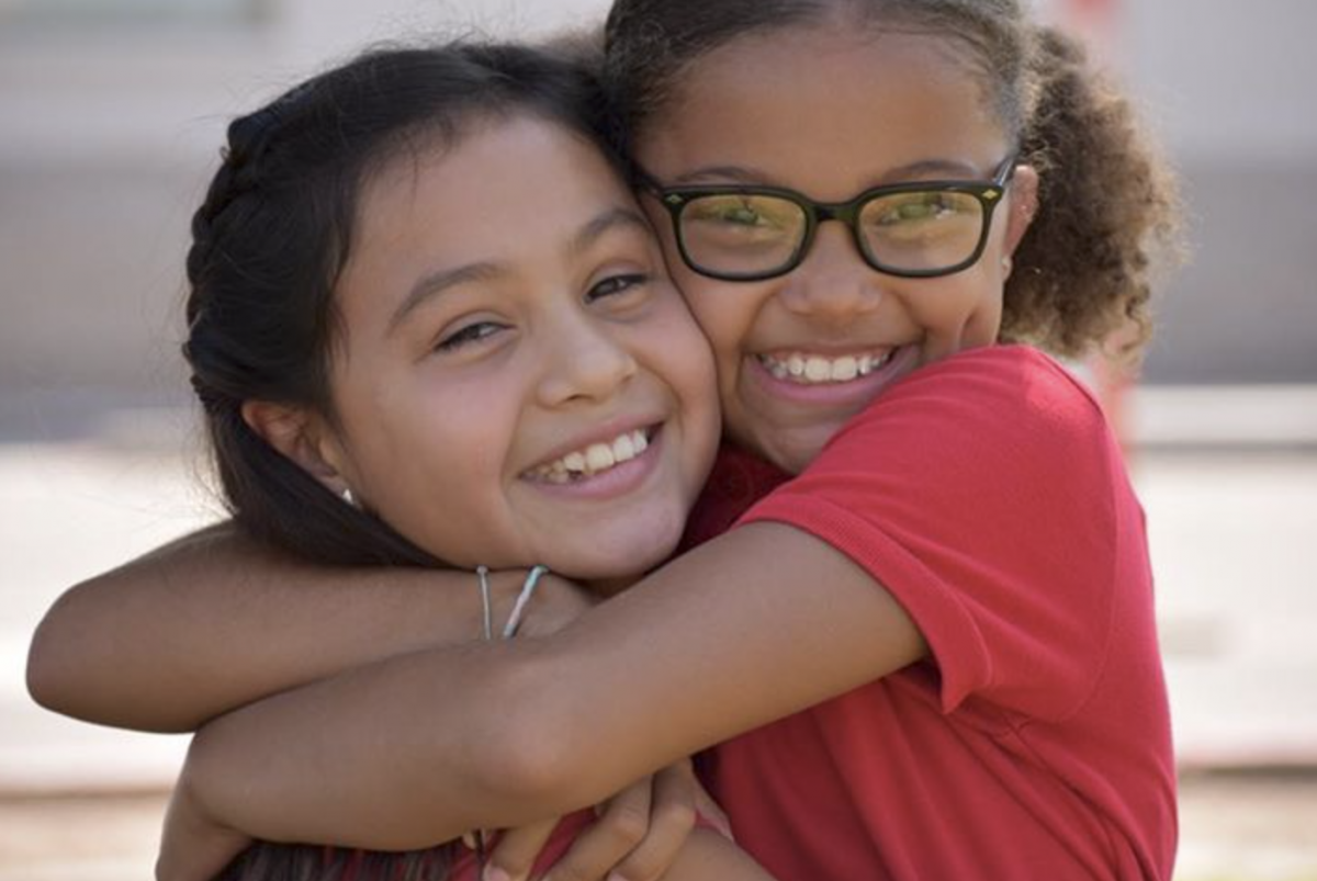 Friends reunite at Imagine Avondale Elementary during the first week of school.